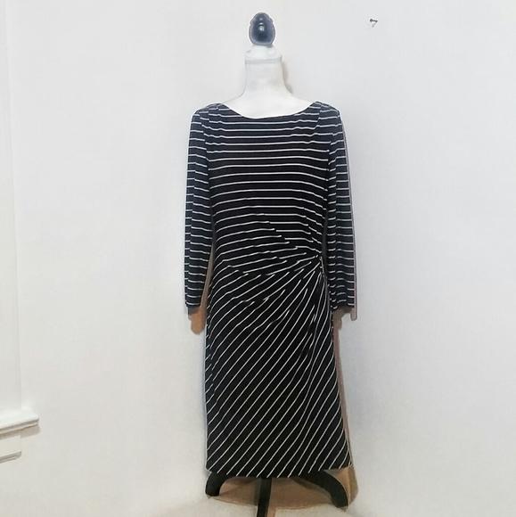 Tahari Dresses & Skirts - ♡ Tahari Striped Flattering Fit Dress